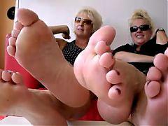 Milf montrant leur pieds