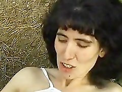 Italy MILF to fornication in the field invite vagrants