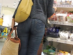 WHICH ASS YOUNG OR MATURE