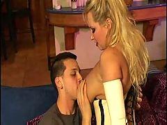 Bra Busting Milf Rachel Love Trasgu
