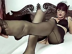 Sexi german milf giving Footjob