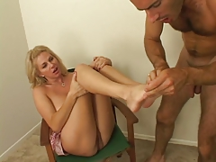 Man Finds Perfect Feet To Suck And Kiss All Over
