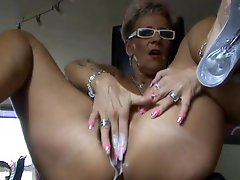Mature squirt with dildo Camaster
