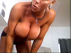 Musculair Mature Woman With Hot Pierced Pussy