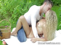 Romantic youporn fuck Angel Diamonds on redtube picnic tube8 blanket teen porn