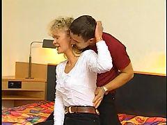 German hairy mature blonde troia bello duro per bene in fondo al culo e spacca tutto