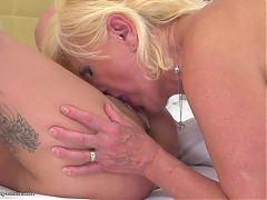 Mature mom licks and fucks young daughter