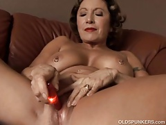 Gorgeous Granny With Nice Big Tits Fucks Her Juicy Pussy For