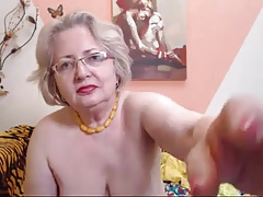 PAWG granny model on webcam knows how to do her job 69084