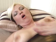 Mature booty mom takes young dick
