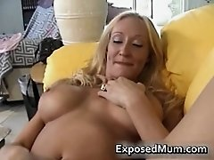 Hooters hot mum plays with her snatch home alone 2 by e