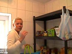 Blonde Teen Nachbarin einfach in der Abstellkammer gefickt