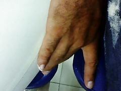 TOUCHING GRANNY piernona y culona