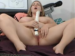 Big sexy girl gets off