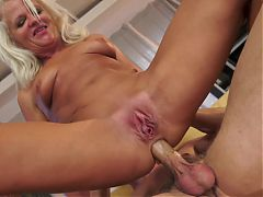 Mature woman gets anal creampie