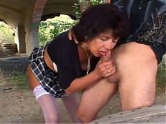 Sexy mature outdoor anal