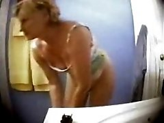 Great Body Of My Mom Nude In Bath Room Hidden Cam